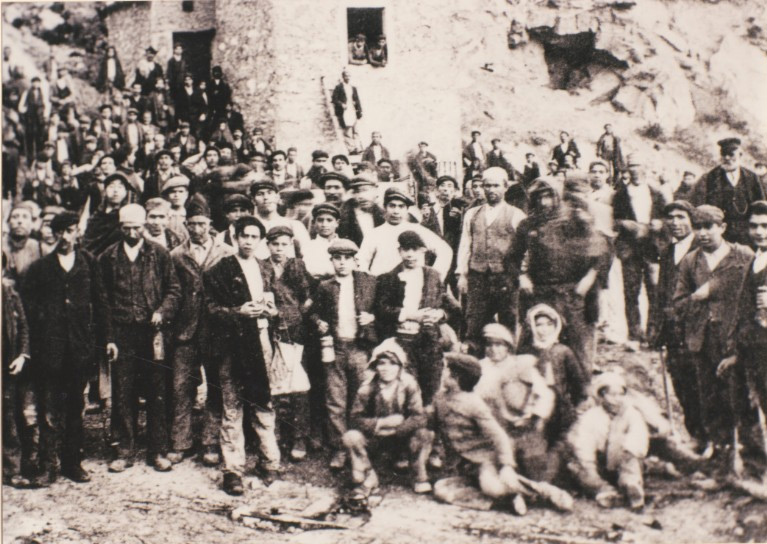 Weird Italy carusi-miners-2 The lives of the Carusi, the slave miners of Sicily Italian History Italy Crime News and Criminal Investigations Magazine  SULPHUR MINES sicily picuneri old photographs old images of Italy old images mines miners mine-boy Illegal labour Floristella Grottacalda Floristella Child Slavery in Sicily carusu carusi
