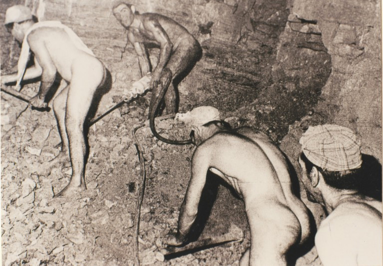 Weird Italy carusi-naked-miners-001 The lives of the Carusi, the slave miners of Sicily Italian History Italy Crime News and Criminal Investigations Magazine  SULPHUR MINES sicily picuneri old photographs old images of Italy old images mines miners mine-boy Illegal labour Floristella Grottacalda Floristella Child Slavery in Sicily carusu carusi