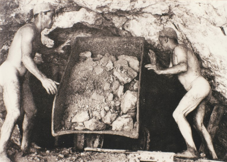 Weird Italy carusi-naked-miners-002 The lives of the Carusi, the slave miners of Sicily Italian History Italy Crime News and Criminal Investigations Magazine  SULPHUR MINES sicily picuneri old photographs old images of Italy old images mines miners mine-boy Illegal labour Floristella Grottacalda Floristella Child Slavery in Sicily carusu carusi