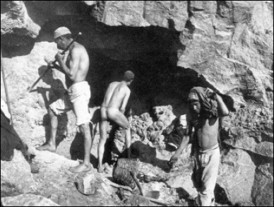 Weird Italy carusi-naked-miners-007 The lives of the Carusi, the slave miners of Sicily Italian History Italy Crime News and Criminal Investigations Magazine  SULPHUR MINES sicily picuneri old photographs old images of Italy old images mines miners mine-boy Illegal labour Floristella Grottacalda Floristella Child Slavery in Sicily carusu carusi