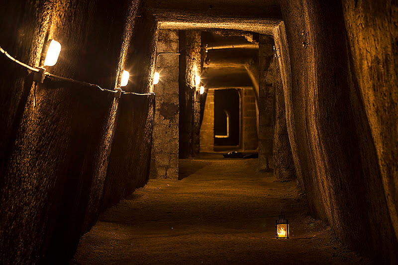Weird Italy galleria-borbonica-3 Underground Tunnels of Galleria Borbonica in Naples Magazine What to see in Italy  underground tunnels Tunnel Borbonico naples Galleria Borbonica Errico Alvino Catacombs of Naples campania Bourbon Tunnel Aurelio Padovani