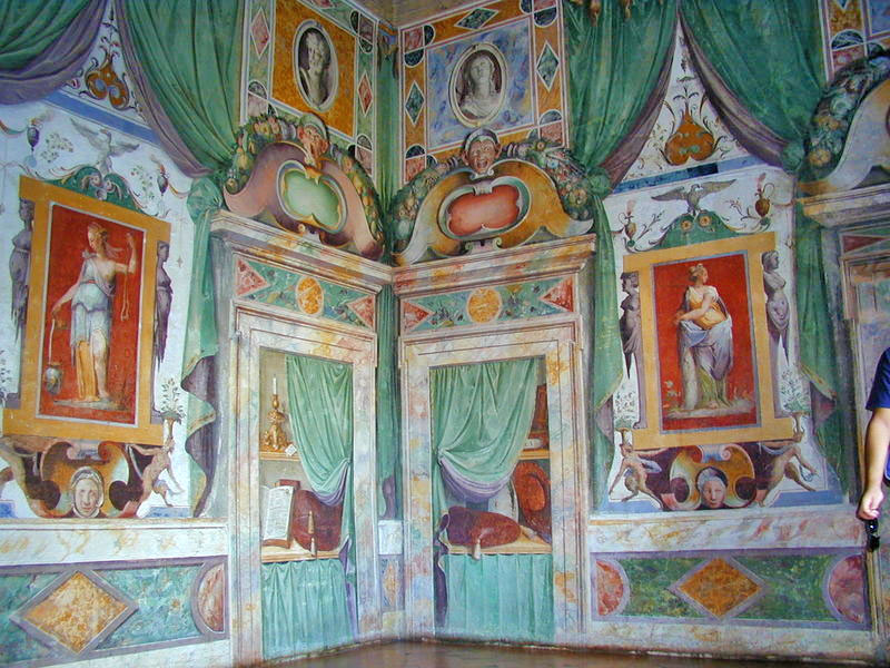 Weird Italy hall-of-Glory The Gardens of Tivoli in Italy: Villa d'Este Italian History What to see in Italy  UNESCO Tivoli Renaissance Lucrezia Borgia Lazio Ippolito d'Este