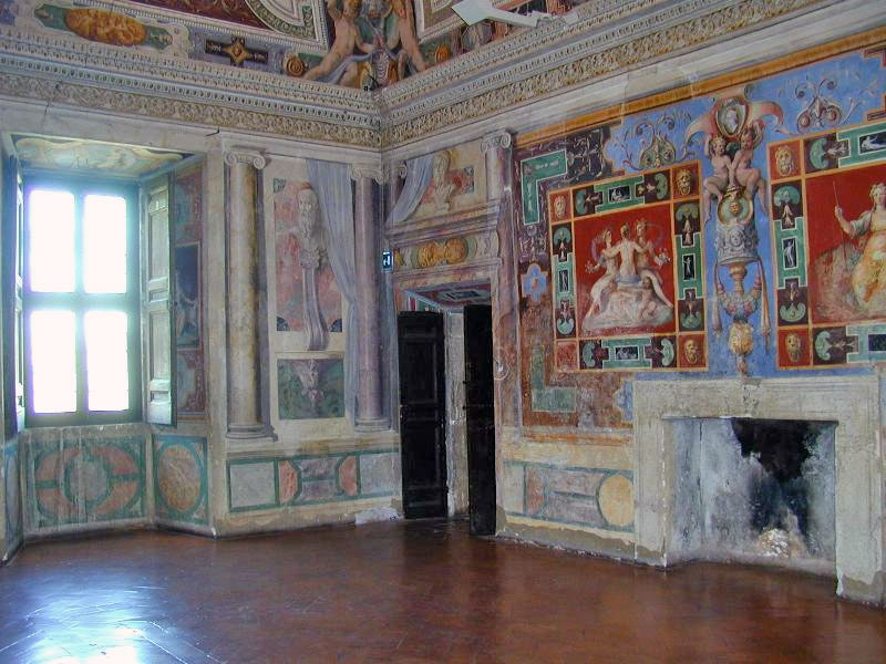Weird Italy the-hall-of-Nobility The Gardens of Tivoli in Italy: Villa d'Este Italian History What to see in Italy  UNESCO Tivoli Renaissance Lucrezia Borgia Lazio Ippolito d'Este