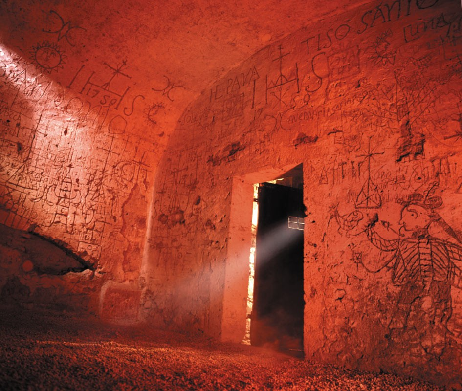 Weird Italy Cell Narni underground: The Inquisition Trial and the Room of Torment in Narni Featured Italian History Magazine What to see in Italy  utec Umbria torture room torture room of torment roman aqueduct narni underground Marco Cocceio Nerva inquisition trial
