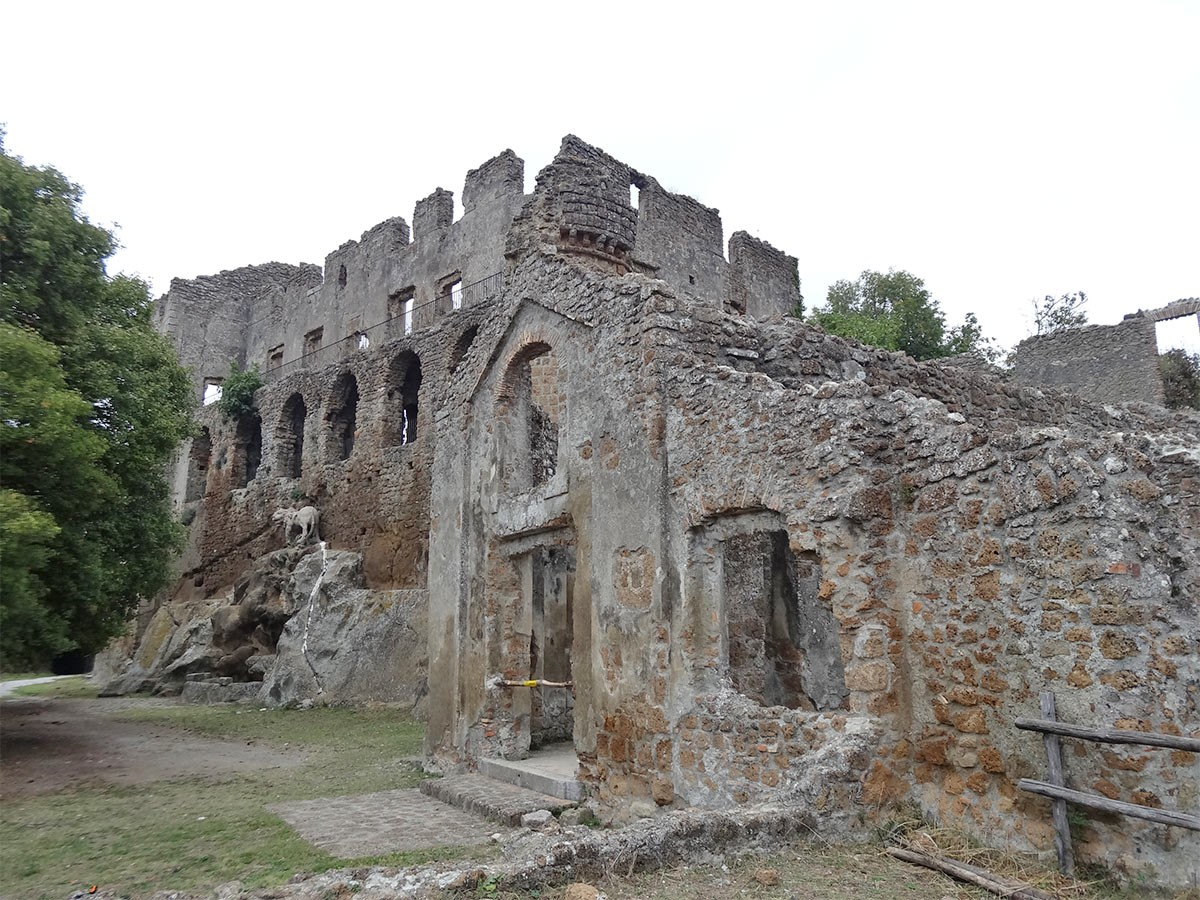 Weird Italy Monterano The Lost City of Canale Monterano Featured Italian History Magazine What to see in Italy  pope clement x orsini monterano ruins monterano Lazio ghost city etruscan town etrurian people canale monterano altieri abandoned town