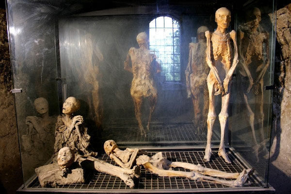 Weird Italy ferentillo-mummies-004 The mummies of Ferentillo in Italy Featured Italian History Magazine What to see in Italy  Umbria pilgrims mummies microfungus ferentillo mummies Church of Santo Stefano burial ground bodies