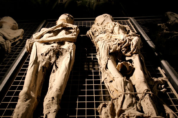 Weird Italy ferentillo-mummies-007 The mummies of Ferentillo in Italy Featured Italian History Magazine What to see in Italy  Umbria pilgrims mummies microfungus ferentillo mummies Church of Santo Stefano burial ground bodies