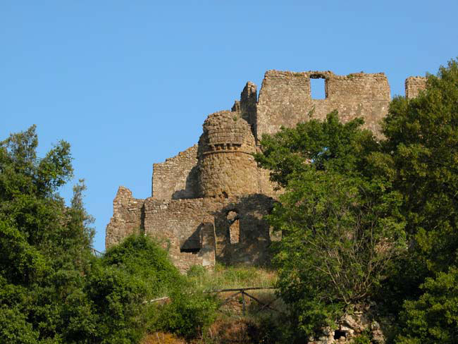 Weird Italy lost-monterano-002 Lost city of Monterano Featured Italian History Magazine What to see in Italy  pope clement x orsini monterano ruins monterano Lazio ghost city etruscan town etrurian people canale monterano altieri abandoned town