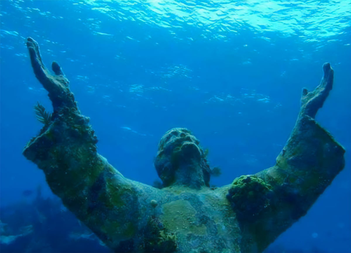 Weird Italy christ-of-the-abyss Christ of the Abyss in Italy Featured Magazine What to see in Italy  scuba diving San Fruttuoso Portofino liguria Guido Galletti Duilio Marcante diving Dario Gonzatti Christ of the Abyss christ Camogli