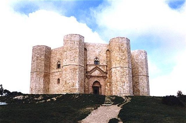 Weird Italy castel-del-monte-003 Castel del Monte, fortress of mysteries Featured Italian History Magazine What to see in Italy  UNESCO puglia military architecture Frederick II castle castel del monte architecture apulia