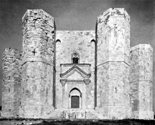 Weird Italy castel-del-monte-011 Castel del Monte, fortress of mysteries Featured Italian History Magazine What to see in Italy  UNESCO puglia military architecture Frederick II castle castel del monte architecture apulia