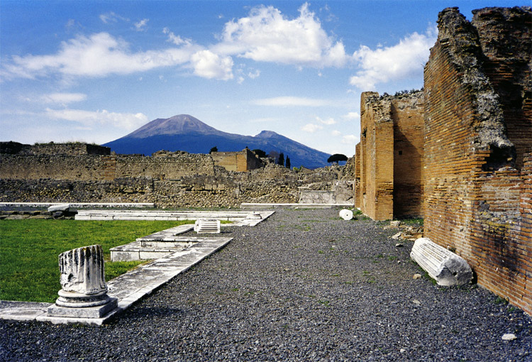 Weird Italy pompei-5 30 Amazing pictures of Pompeii Featured Italian History Magazine What to see in Italy  romans Pompeii Pliny the Younger Pliny the Elder Mount Vesuvius Imperial Rome Herculaneum graffiti erotic graffiti campania 79 AD