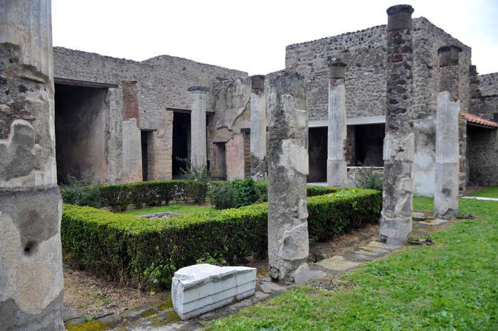 Weird Italy triptolemus-003 Three amazing Roman Villas reopened in Pompeii Italian History Magazine What to see in Italy  villas the House of Romulus and Remus romans roman architecture Pompeii paintings House of Marco Lucrezio Frontone Home of Triptolemus domus architecture