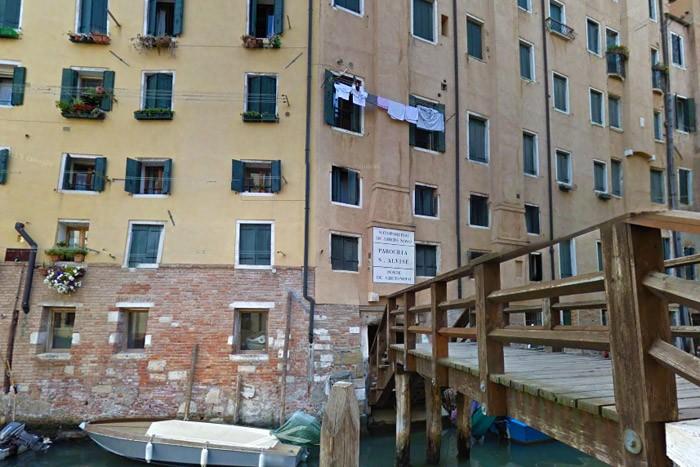 Weird Italy ghetto-venice-001-1 The first ghetto in the world: The Ghetto of Venice Featured Italian History Magazine What to see in Italy  William Shakespeare venice venezia veneto Venetian Republic Venetian Ghetto The Merchant of Venice shylock jewish ghetto gheto cannareggio