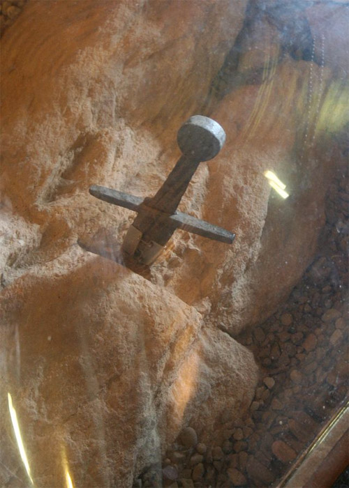 Weird Italy the-sword-in-the-stone-2 The sword in the stone: San Galgano Abbey in Tuscany Italian History Magazine What to see in Italy  tuscany the sword in the stone siena san galgano abbey san galgano religion montesiepi monks monastery John Hawkwood galgano guidotti condottieri di ventura chiusdino