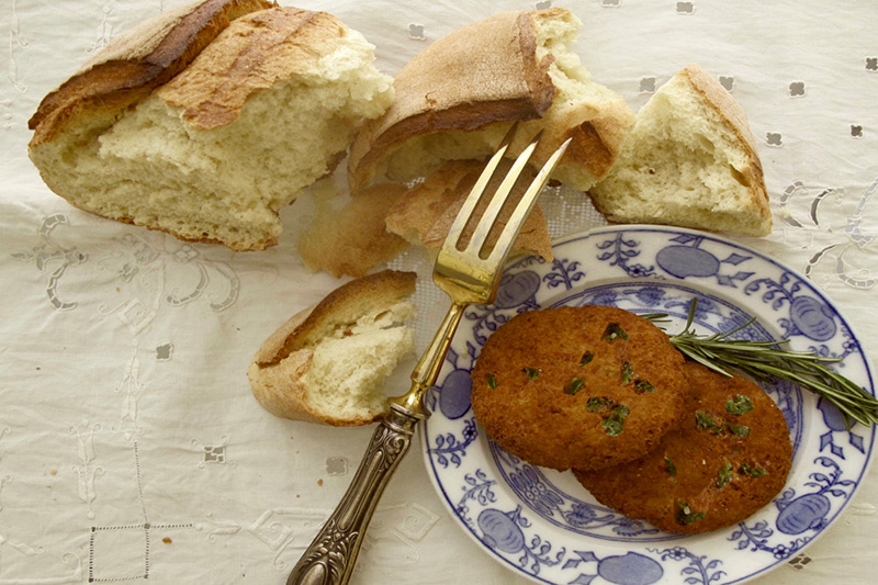 Weird Italy COOKING-ITALIAN-CUISINE-MILAN-TRAVEL-7 Stale Bread? 6 ways tasty Italians get cooking Italian Dishes and Food  Torta di pane della Nonna Polpette Pancotto Paan triit maridàat mortadella Mondeghili Italian recipes Italian food Charlotte Milanese