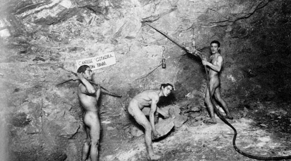 Weird Italy carusi-naked-miners-006 The lives of the Carusi, the slave miners of Sicily Featured Italian History Italy Crime News and Criminal Investigations Magazine  SULPHUR MINES sicily picuneri old photographs old images of Italy old images mines miners mine-boy Illegal labour Floristella Grottacalda Floristella Child Slavery in Sicily carusu carusi