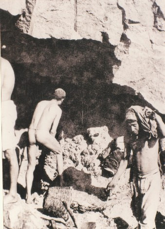 Weird Italy carusi-naked-miners-009 The lives of the Carusi, the slave miners of Sicily Featured Italian History Italy Crime News and Criminal Investigations Magazine  SULPHUR MINES sicily picuneri old photographs old images of Italy old images mines miners mine-boy Illegal labour Floristella Grottacalda Floristella Child Slavery in Sicily carusu carusi
