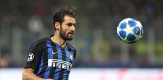 Italian soccer player Candreva will pay the school canteen fee for the child forced to eat tuna and crackers