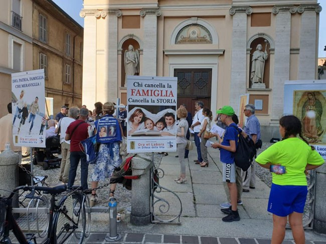 Weird Italy nun-against-fascism-2 Italian Fascist Party organizes Prayer of reparation, local nun send them away from the churchyard Italian People Latest Italian News and Videos  Monza fascism