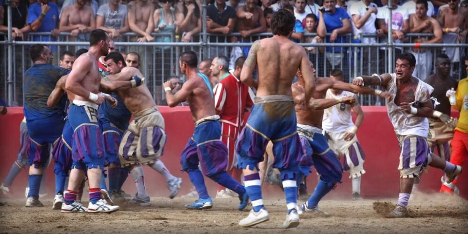 Weird Italy 6B95887F-F524-4264-8A0C-80D2B61EAB6B Calcio Fiorentino, what is it, images and history of the ancestor of football Featured Italian History Italian People What to see in Italy  tuscany sport