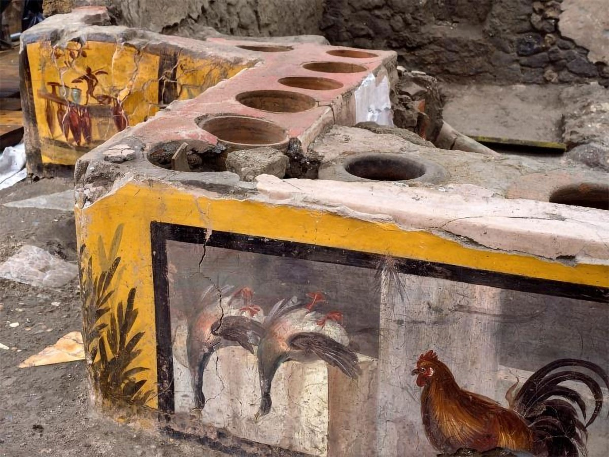 Weird Italy Thermopolium-found-intact-with-food-residues-animal-bones-intro-2 Extraordinary discovery in Pompeii: Thermopolium found intact with food residues, animal bones Featured Italian History  Pompeii