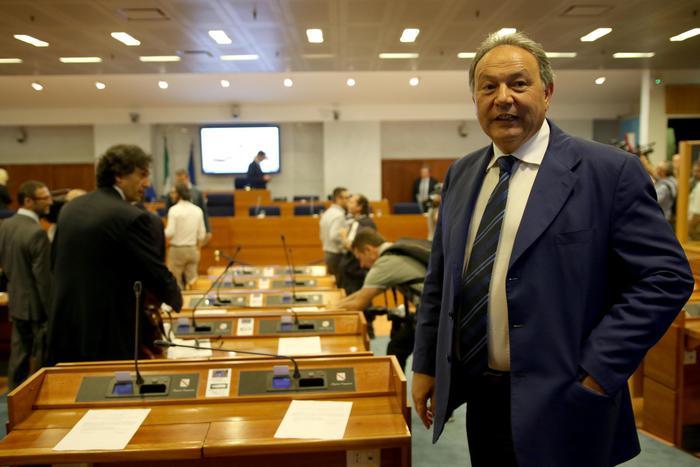 Weird Italy campania-council-head-probed-for-influence-peddling Campania council head probed for influence peddling What happened in Italy today