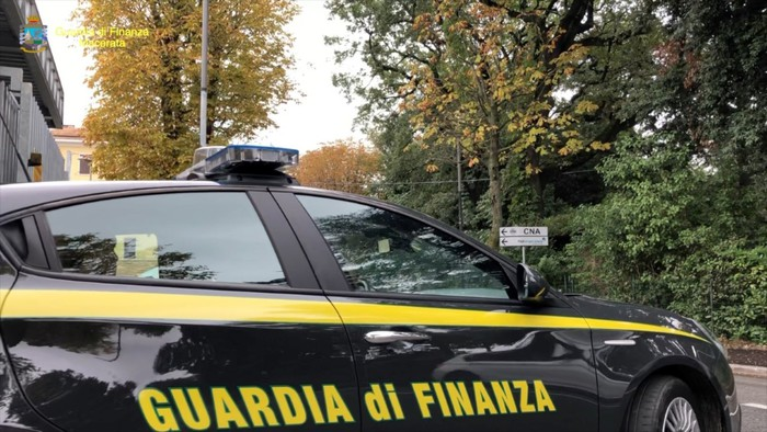 Weird Italy cop-arrested-for-pushing-drugs-to-fuel-habit Cop arrested for pushing drugs to fuel habit What happened in Italy today