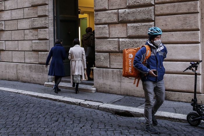 Weird Italy jazz-musician-dies-of-heart-attack-working-for-just-eat Jazz musician dies of heart attack working for Just Eat What happened in Italy today