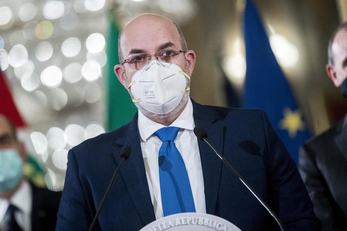 Weird Italy m5s-to-eject-rebel-lawmakers-says-crimi M5S to eject rebel lawmakers says Crimi What happened in Italy today