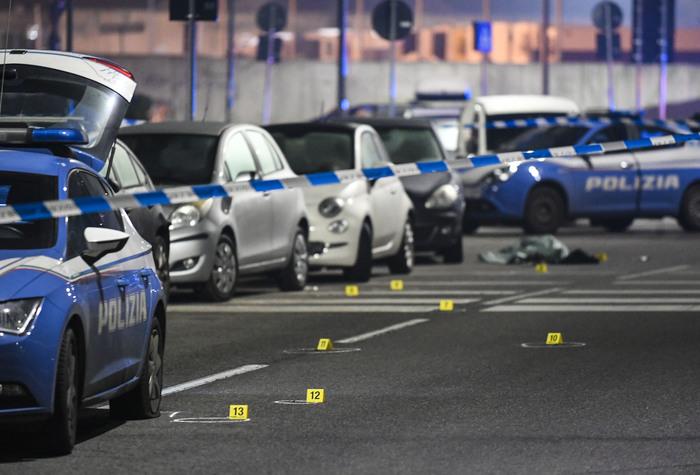 Weird Italy milan-police-shoot-dead-man-who-attacked-them-passers-by Milan police shoot dead man who attacked them, passers-by What happened in Italy today