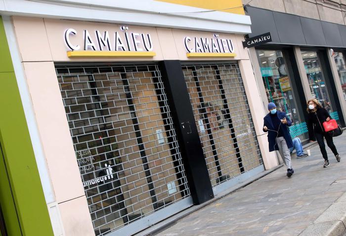 Weird Italy retail-sales-down-5-4-in-2020-istat Retail sales down 5.4% in 2020 - ISTAT What happened in Italy today