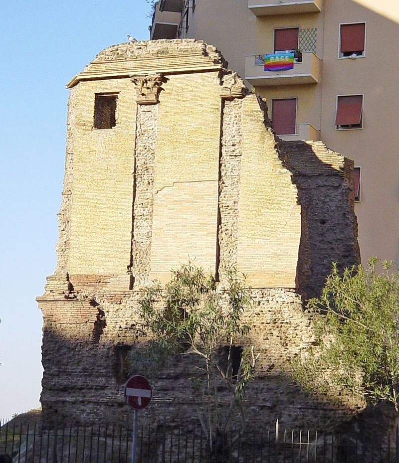 Weird Italy Devils-Chair-rome-2 The Devil's Chair in Rome: The Tomb of Aelius Callistion Featured Italian History What to see in Italy