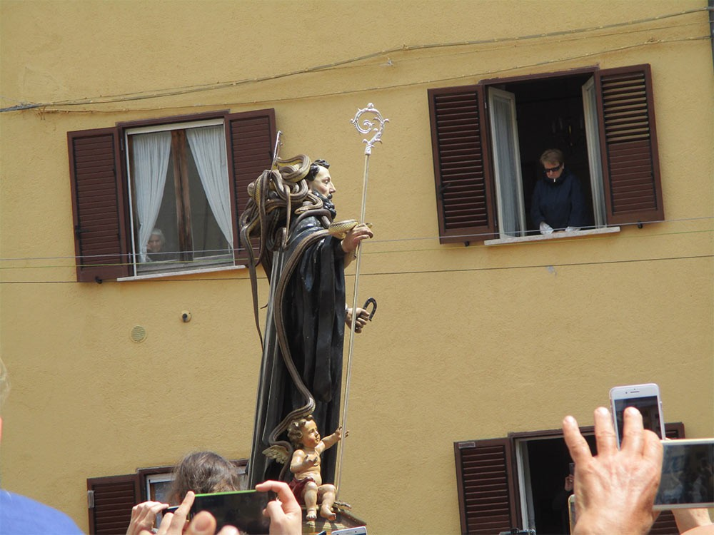 Weird Italy Festival-of-the-Snake-Catchers-3 The Festival of the Snake-Catchers in Italy Featured Italian History What to see in Italy  paganism marsi people folklore catholic abruzzo