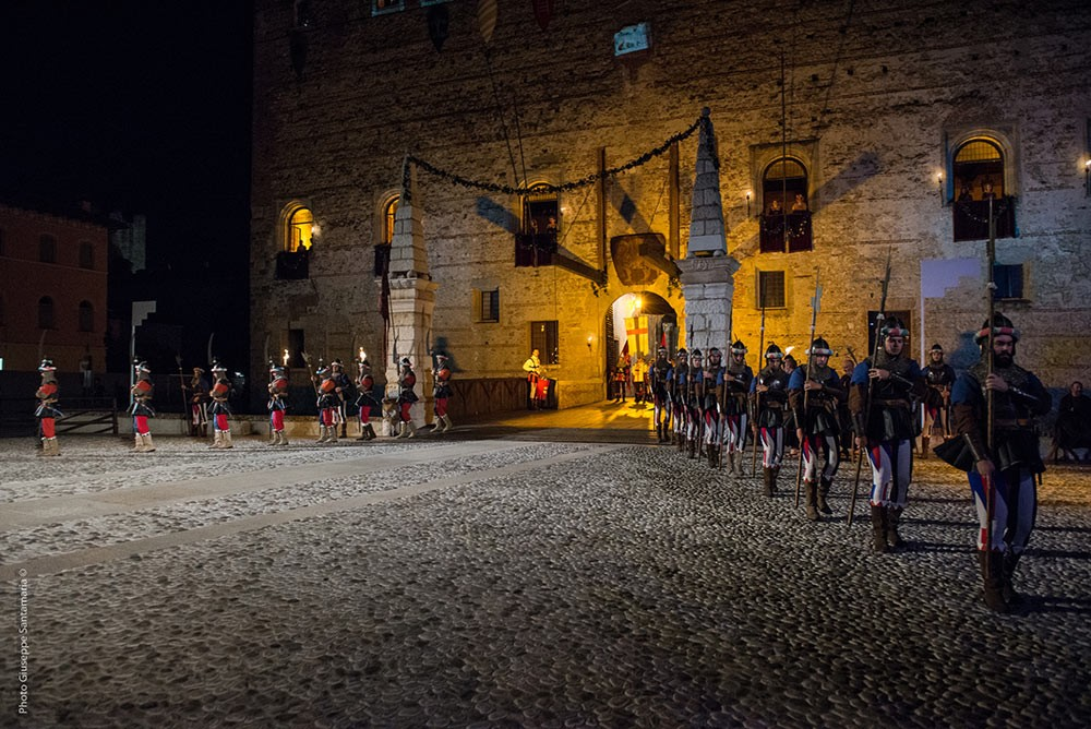 Weird Italy The-Human-Chess-of-Marostica-00b The Human Chess of Marostica, Italy Featured Italian History What to see in Italy  veneto chess