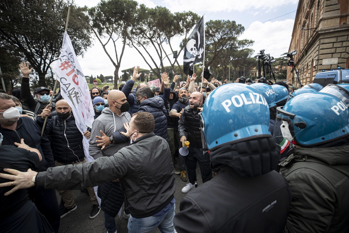 Weird Italy covid-anti-lockdown-protest-at-circus-maximus Cover Page