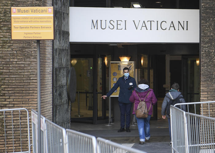 Weird Italy vatican-museums-to-reopen-may-3-with-more-stringent-norms Vatican Museums to reopen May 3 with more stringent norms What happened in Italy today