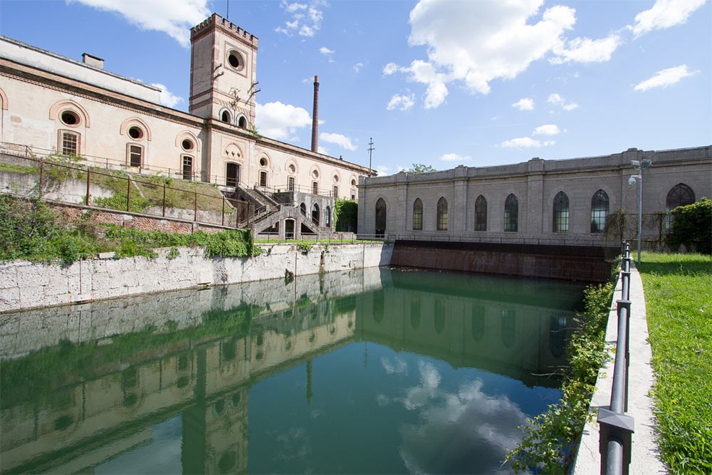 Weird Italy Crespi-dAdda-power-plant Crespi d'Adda: The Model Village Featured Italian Art, Design & Photography Italian History What to see in Italy  UNESCO lombardia industrial architecture