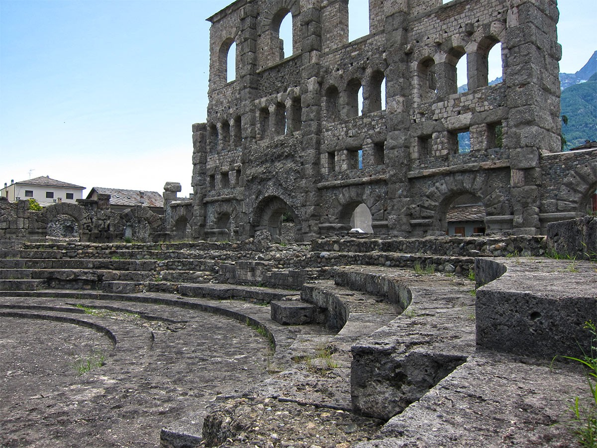 Weird Italy History-Images-of-the-Roman-Theatre-in-Aosta History & Images of the Roman Theatre in Aosta, Italy Featured Italian History What to see in Italy  Valle d'Aosta roman history roman architecture Aosta