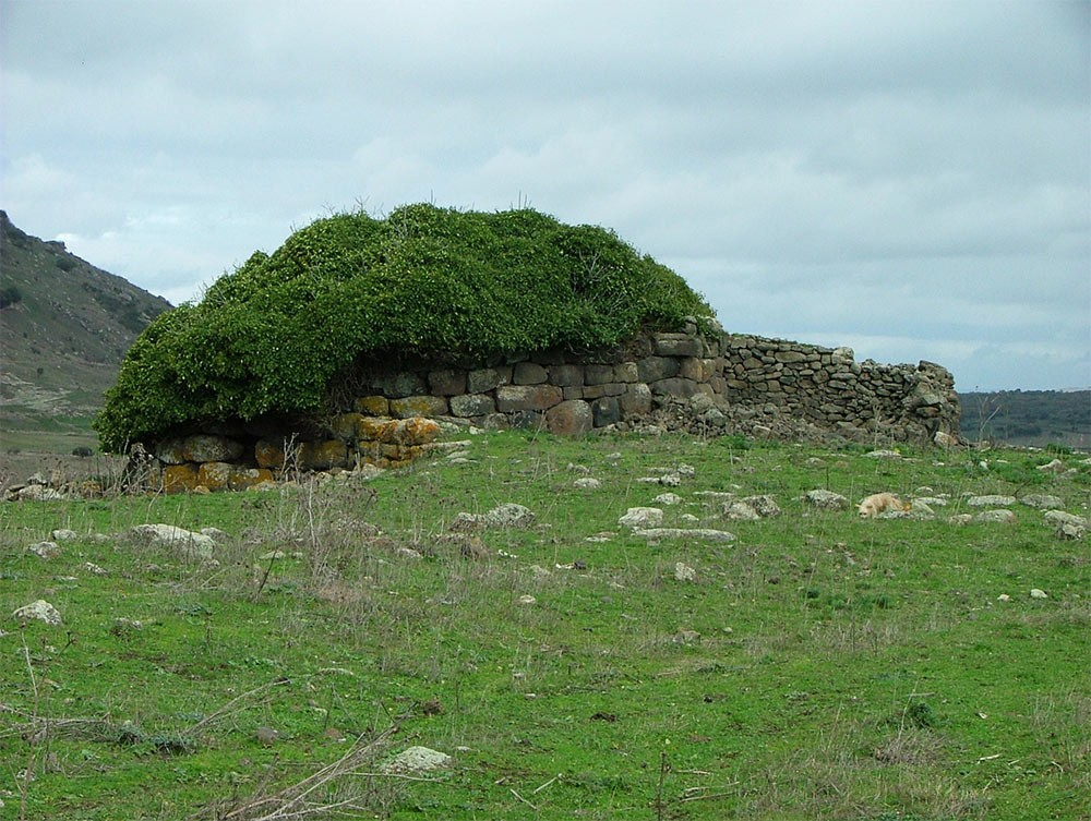 Weird Italy The-Ancient-Megalithic-Nuraghes-in-Sardinia-13 Facts, History & Pictures of the Ancient Megalithic Nuraghes in Sardinia Featured Italian History What to see in Italy  sardinia neolithic castle