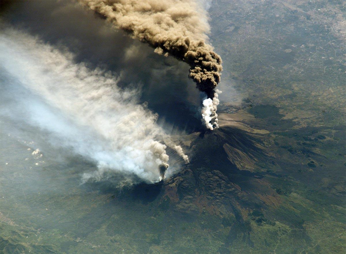Mount Etna's height has increased reaching 3357 meters